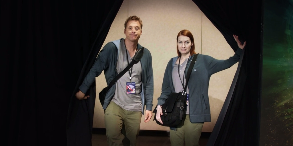 Paste Magazine - Alan Tudyk's Con Man Peeks Behind the Convention Curtain